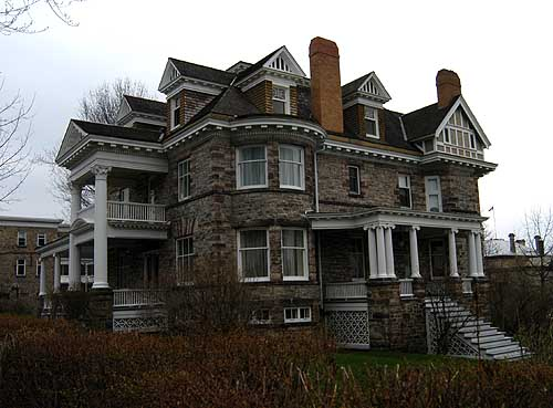 evolution of queen anne architecture A brief look at the queen anne architecture style & the characterizing house design features queen anne style is a sub-style under victorian architecture.